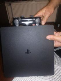 Ps4 slim 8 gier 500gb